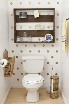 Cute and simple pallet shelf / polka dot wall is adorable!