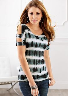 Tie dye cold shoulder top from VENUS women's swimwear and sexy clothing. Order Tie dye cold shoulder top for women from the online catalog or Blouse Styles, Blouse Designs, Diy Clothes, Clothes For Women, Bcbg, Sewing Blouses, Casual Outfits, Fashion Outfits, Indian Designer Wear