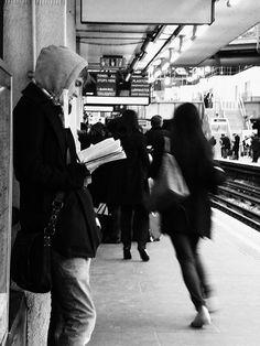 vocês já repararam quantas pessoas leem na rua, no metrô, no ônibus?