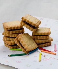 Petit beurre cookie recipe in Greek Greek Desserts, Cookie Desserts, Greek Recipes, Cupcake Cookies, Fun Desserts, Cupcakes, Sweets Recipes, Brownie Recipes, Cookie Recipes