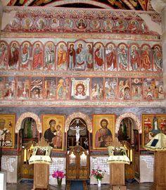 Catapeteasma bisericii din Borzești .        Catapeteasma, turnată în piatră, o dată cu biserica, păstrează pictura de veacuri și conferă notă de vechime. A fost pictată în frescă de monahul Nifon Zugravul (1775).