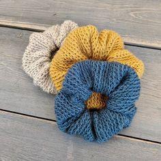 loom knit hair scrunchies The Lacey Crochet Scrunchies Free Pattern Savlabot Loom Knitting, Free Knitting, Knitting Patterns, Crochet Patterns, Hat Patterns, Crochet Yarn, Crochet Hooks, Free Crochet, Knit Beanie Pattern