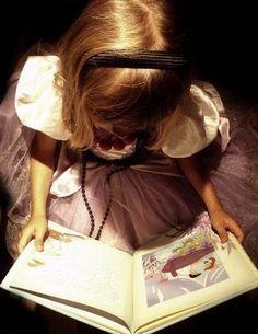 menina e livro