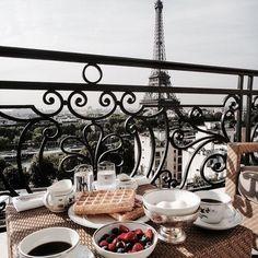 the best breakfast spot - Vicki Archer //  https://www.instagram.com/vickiarcher/