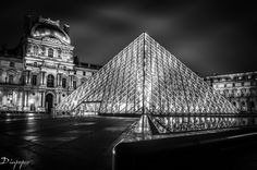 Le Louvre muséum by night