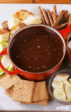 Chocolate Lovers NEED To Make This 'Chocolate Fondue' . Forgot to add the milk chocolate chips and it was still delicious . Easy Chocolate Fondue Recipe, Chocolate Recipes, Chocolate Lovers, Chocolate Toffee, Chocolate Chips, Party Desserts, Dessert Recipes, Dessert Ideas, Fondue Party