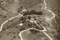 My Love Of Old Hollywood An early aerial view of what would become known as Pickfair, isolated, sitting all alone on 14 acres at the foot of Benedict Canyon. Golden Age Of Hollywood, Vintage Hollywood, American Mansions, Vintage California, Southern California, Los Angeles Neighborhoods, Hollywood Homes, Celebrity Houses, Aerial View