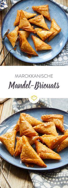 Gönn dir Briouats mit süßer, gerösteter Mandelfüllung. Frittiert und anschließend getränkt in Honig und Orangenblütenwasser sind sie eine Sünde wert.