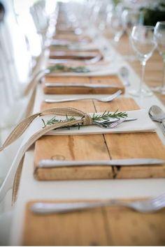 Mesa preparada para la cena de Navidad. Table, dinner, christmas