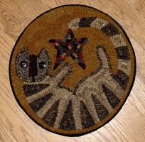 The Red Saltbox Kitty Chairpad Rug Hooking Pattern