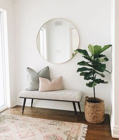 Interior design is even more fun with modern interior inspiration. Home Living Room, Living Room Designs, Living Room Decor Simple, Living Room Bench, Hallway Designs, Home Decor Inspiration, Interior Design Inspiration, Hallway Inspiration, Home Decor Trends