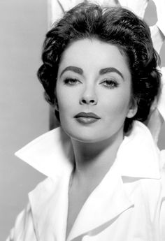 Elizabeth Taylor, 1955. Inspire by this woman elegance and beauty.