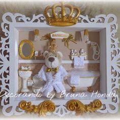 😍 Lindo quadro para o banheiro dos príncipes ficar ainda mais digno de realeza.  Pedidos e orçamentos através do WhatsApp :12 991913232 ou através do e-mail: decorandobybrunahonda@yahoo.com.br ✉️Aguardamos seu contato. #decorandobybrunahonda #enfeitematernidade #quadromaternidade #lembrancinha #maternidade #maternity #baby #babyboom #pregnant #decor #convites #decoracao #bebe #babyboy #babygirl #mimos #chadebebe #personalizacao #personalizado #decoracaoprovencal #provencal #requinte #luxo…