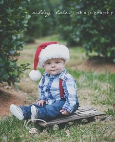 These 18 picture ideas for baby's first Christmas are so cute! If you're planning a baby photo shoot to celebrate, check this out!