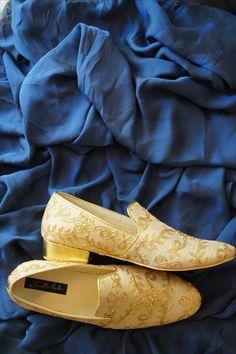 SHRADHA HEDAU   #shfc #inhouse #custommade #manufacturing #wedding #royal #golden #selfprint #brocade #sherwani #menswear #menstyle #mojadi #groom #pune  Address: Near JM road, Pune Contact: 8411993355 Website: www.shradhahedau.com Men's Wedding Shoes, Wedding Dress Men, Wedding Men, Wedding Suits, Trendy Wedding, Sherwani Groom, Wedding Sherwani, Indian Shoes, Indian Groom Wear
