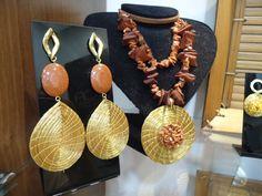 Capim dourado com pedra do sol e madeira - Criações exclusivas - Unica
