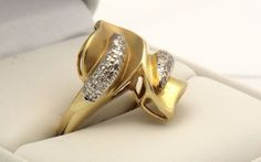 Team Love Hot Flash For The Love Of Gold by Tracy B on Etsy Wholesale Engagement Rings, Luxury Engagement Rings, Beautiful Engagement Rings, Yellow Gold Rings, White Gold, Unique Diamond Rings, Hot Flashes, Cluster Ring, Vintage Rings