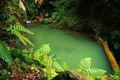 En accedant à la cascade, on revit l'excitation de Richard lorsqu'il découvre le paradis caché de La Plage.