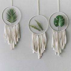 DIY home decor article 7269318317 - Simple to inexpensive stylish images for a wonderfully dazzling space. For another amazing message , check out the image link this second. Diy Wand, Mur Diy, Macrame Wall Hanging Diy, Hanging Plant, Boho Room, Macrame Design, Macrame Projects, Macrame Patterns, Boho Diy