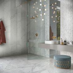 LUXUSNÁ KÚPEĽŇA - Exkluzívne kúpeľne v štýle glamour / BENEVA Bathroom Lighting, Bathtub, Glamour, Mirror, Furniture, Home Decor, Standing Bath, Homemade Home Decor, Bathroom Vanity Lighting