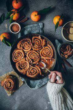 Brioches roulées à la cannelle - Cinnamon rolls - Fraise & Basilic Chocolate Recipes, Chocolate Food, Cinnamon Rolls, Fall Recipes, Food Pictures, Food Styling, Sausage, Food Photography, Brunch