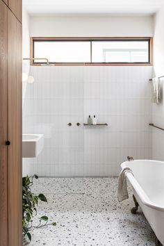 Australian Interior Design, Interior Design Awards, Australian Homes, Bad Inspiration, Bathroom Inspiration, Simple Bathroom, Modern Bathroom, Bathroom Trends, Colorful Bathroom