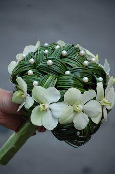 Unique Braided Bouquet with Ascocenda Orchids blooms. Bruidsstukje