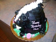 Skunk Birthday Cake from http://www.thecasualgourmet.com/wedding-cakes/special-occasion-cake