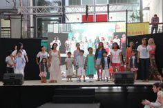 Las alumnas de los talleres de producción textil de la Fundación Cosiendo Redes del programa FIT realizaron un desfile en el que mostraron sus diseños .