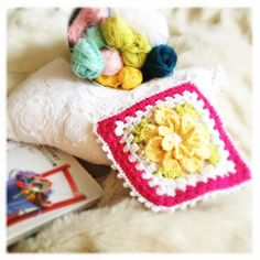 Crocheted flower square in 3D