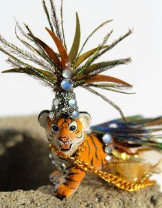 I love Plastic Animals! by Yael Yom Tov Cohen on Etsy Diy Party Animals, Animal Party, Plastic Animal Crafts, Plastic Animals, Circus Decorations, Circus Birthday, Animal Projects, Animal Decor, Vintage Circus