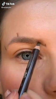 Eyebrow Makeup Tips, Makeup Tutorial Eyeliner, Eye Makeup Steps, Eye Makeup Art, Beauty Makeup Tips, Contour Makeup, Skin Makeup, Make Up Tricks, Makeup Makeover