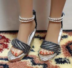 Fashion Doll Shoes: card weaving