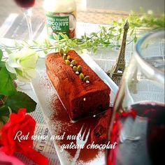 ルネッサーンス! 焼き上がって、びたびたに赤ワインシロップをうちました。大人なガトーショコラやないか~い!よい、ホワイトデーを❤ - 80件のもぐもぐ - ★大人の赤ワイン&ナッツ&レーズンガトーショコラ~ココナッツオイル使用~★ by BLUEZ33