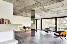 Villa Sissach by Felippi Wyssen Architekten Atrium House, Arch House, Arch Interior, Interior Architecture, Villa, Columns Decor, Concrete Interiors, Modern Interiors, Column Design