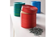 Reciclar con cables! Muy lejos de los grises, el cable tiene una resistencia, una maleabilidad y una variedad de colores que nos dieron qué pensar