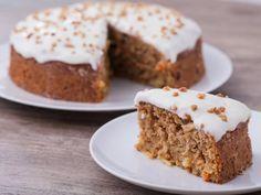 Karottenkuchen ist ein Klassiker für Frühling und Ostern. Hier ein besonders leichtes und kalorienarmes Rezept!