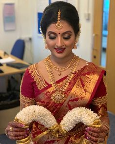 The ever so stunning Lenuja today on her wedding 💕 had so much fun with this beauty 💕absolutely love it. Indian Bridal Sarees, Wedding Silk Saree, Indian Bridal Makeup, Indian Bridal Wear, Tamil Wedding, Kerala Bride, Hindu Bride, South Indian Bride, Pattu Saree Blouse Designs