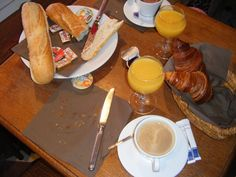 Breakfast in French - Le petit déjeuner (French Food and Drink Practice) French Teaching Resources, Teaching French, French Cafe, French Food, How To Speak French, Learn French, Breakfast In French, Breakfast Ideas, French Education