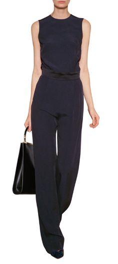 Ist mindestens genauso unkompliziert wie das kleine Schwarze - der schmal geschnittene Jumpsuit von Victoria, Victoria Beckham #Stylebop