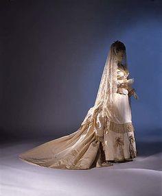 Mme Frederique's Wedding dress, 1872 ca., MET Museum