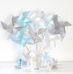 8 moulins à vent dans les tons bleus et gris