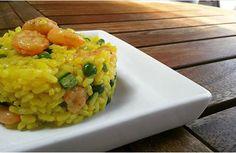 Il riso freddo in estate è un MUST, un piatto fresco e piacevole che può trasformarsi in un pranzo a sacco grandioso. Ho preparato questo piatto per andare al mare e dato che sono a dieta ho prefer…