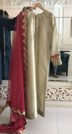 Designer is haris shakeel - Source by ratrakstr - Pakistani Fashion Party Wear, Pakistani Wedding Outfits, Pakistani Bridal Dresses, Nikkah Dress, Punjabi Fashion, Stylish Dresses For Girls, Simple Dresses, Casual Dresses, Fashion Dresses