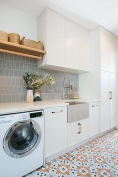 Modern Laundry Rooms, Laundry In Bathroom, Laundry Powder, Laundry In Kitchen, Blue Laundry Rooms, Bathroom Green, Laundry Closet, Small Laundry, Kyal And Kara