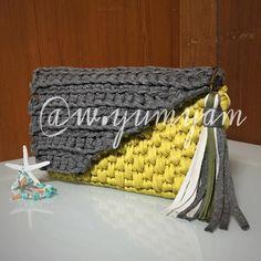 """いいね!117件、コメント9件 ― ᐓ Love ꕥ crochet ᐗさん(@w.yumyam)のInstagramアカウント: 「- sold out ・ """"秋色クラッチバッグ"""" ・ 斜めフラップがポイントです 秋色、バイカラー大好きです ・ color: Gray × Mustard (マグネットボタン式)…」"""