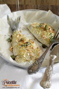 Orata in crosta di sale ricetta e foto Fish Recipes, Seafood Recipes, Sweet Recipes, Cooking Recipes, Healthy Recipes, Homemade Cake Recipes, Weird Food, Fish Dishes, Food Cravings