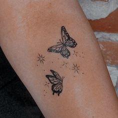 Tiny Finger Tattoos, Mini Tattoos, Cute Tattoos, Tatoos, Piercing Tattoo, Piercings, Cute Industrial Piercing, Memorial Tattoos, Butterfly Tattoos