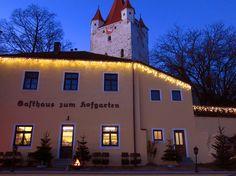 Der Hofgarten am Schlossturm in Haag / Oberbayern