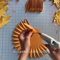 Origami Paper Art, Diy Paper, Paper Crafts, Diy Crafts, Diy Wedding Decorations, Paper Decorations, Baby Shower Decorations, Paper Sunflowers, Giant Paper Flowers